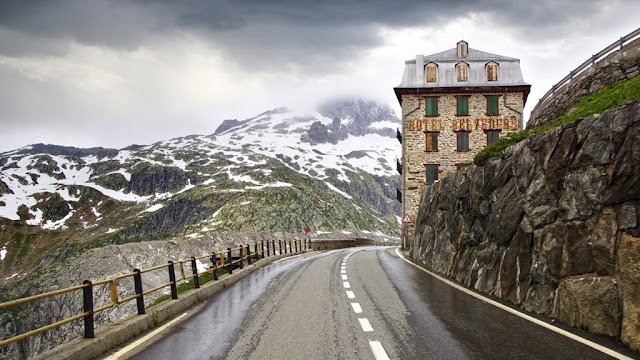 Mysterious 4 facades hotel abandoned on the Alps