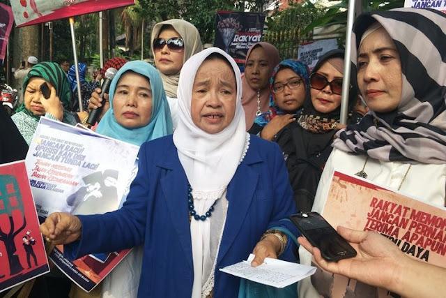 Air Mata Belum Habis, Emak-Emak Pendukung Prabowo Tetap Tidak Terima Kemenangan Jokowi