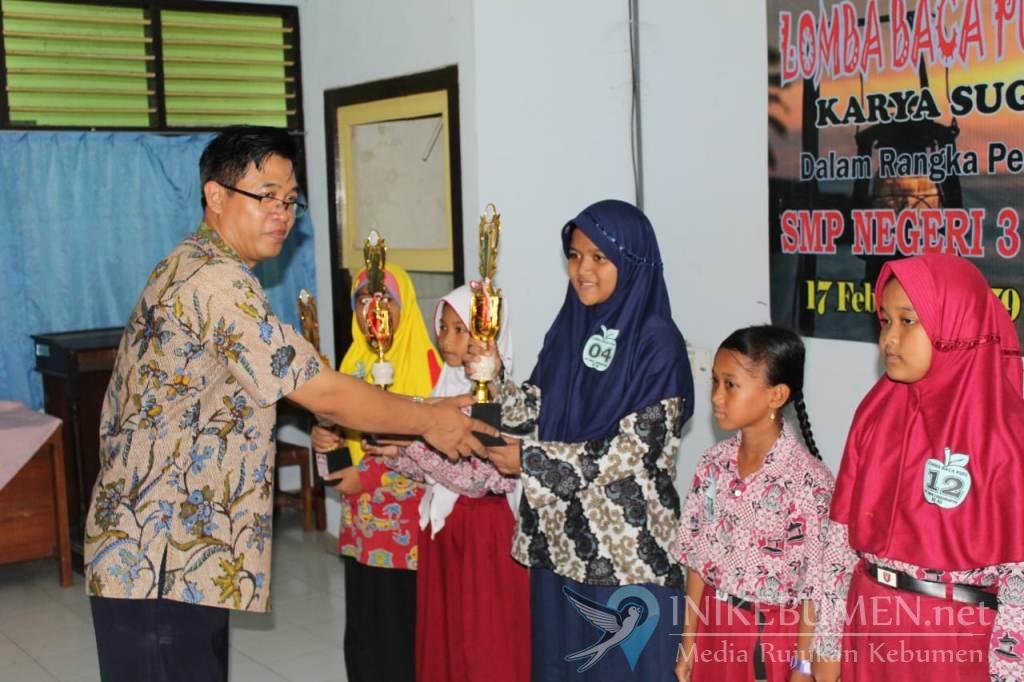 Syifa Aulia Perdana Juara Pertama Lomba Baca Puisi di SMP 3 Karanganyar
