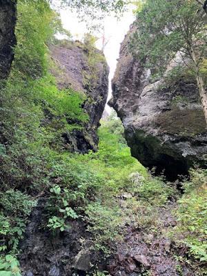 行者渓付近の岩