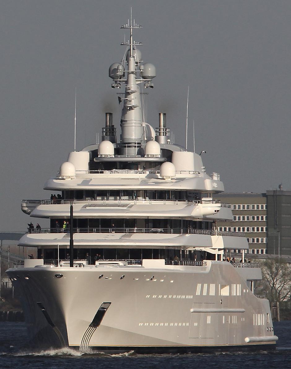 DCGoldCA: Russian Billionaire Roman Abramovich's Yacht Eclipse