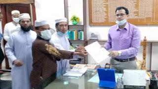 টাঙ্গাইলে ছয় দফা দাবিতে দারুল আরকাম মাদরাসার শিক্ষকদের স্মারকলিপি প্রদান