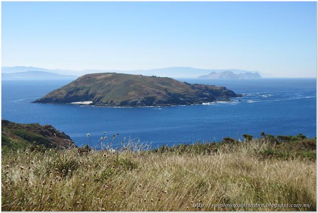 Isla de Onza, detras Islas Cies