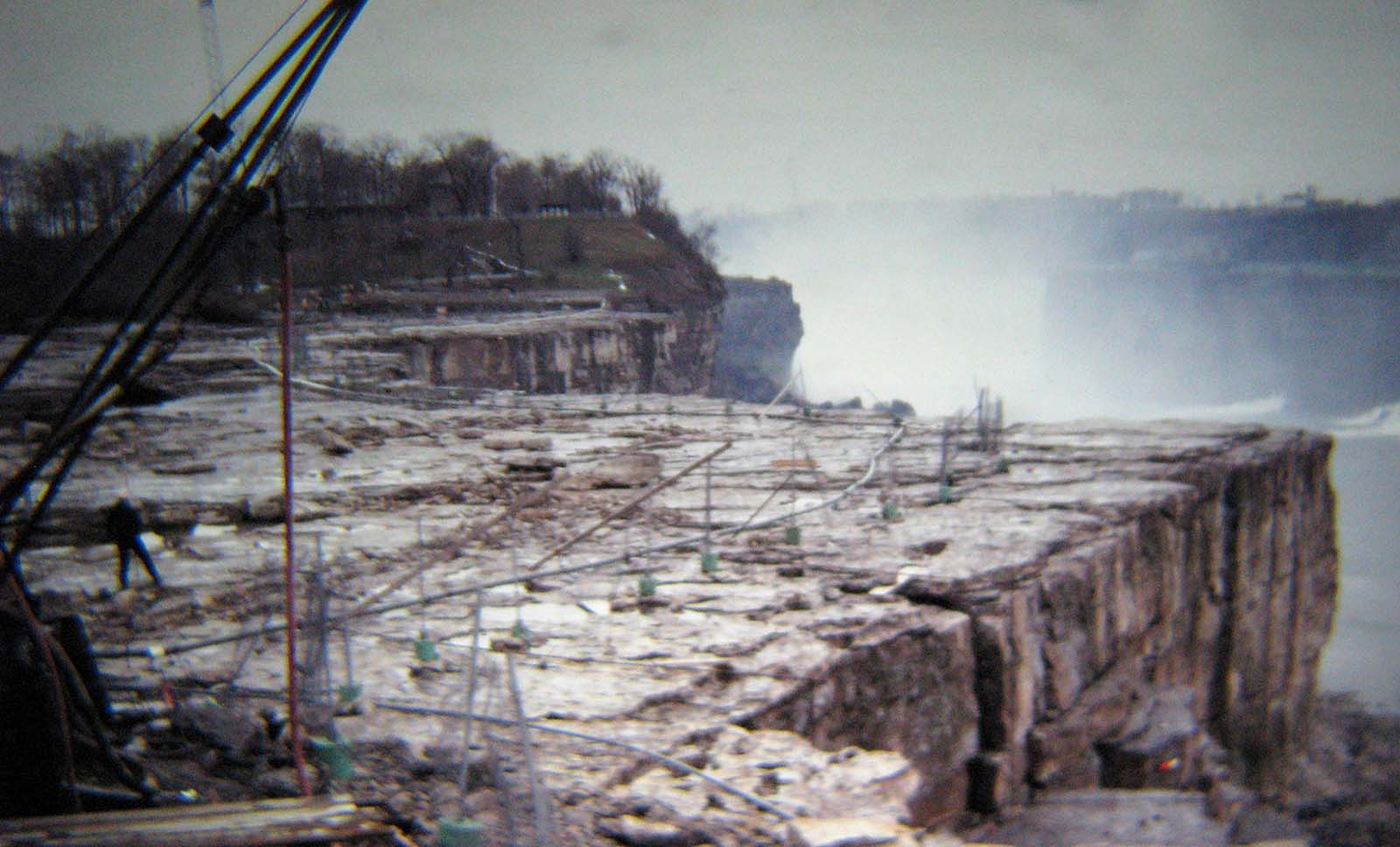 Niagara Falls without water, 1969