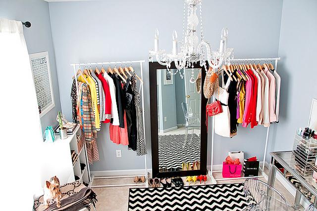 Visita ao Quarto de Vestir ou Closet da Blogueira. Blog Achados de Decoração