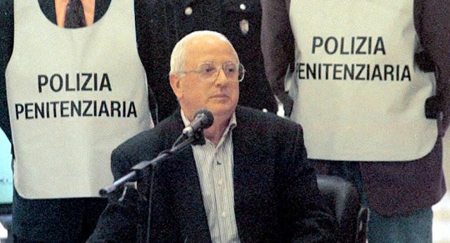 """Camorra:  è morto """"o' professore"""". Raffaele Cutolo, il boss"""