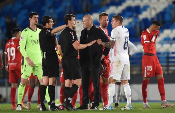 ريال مدريد يتعادل مع اشبيلية ويهدر فرصة اعتلاء الصدراة .