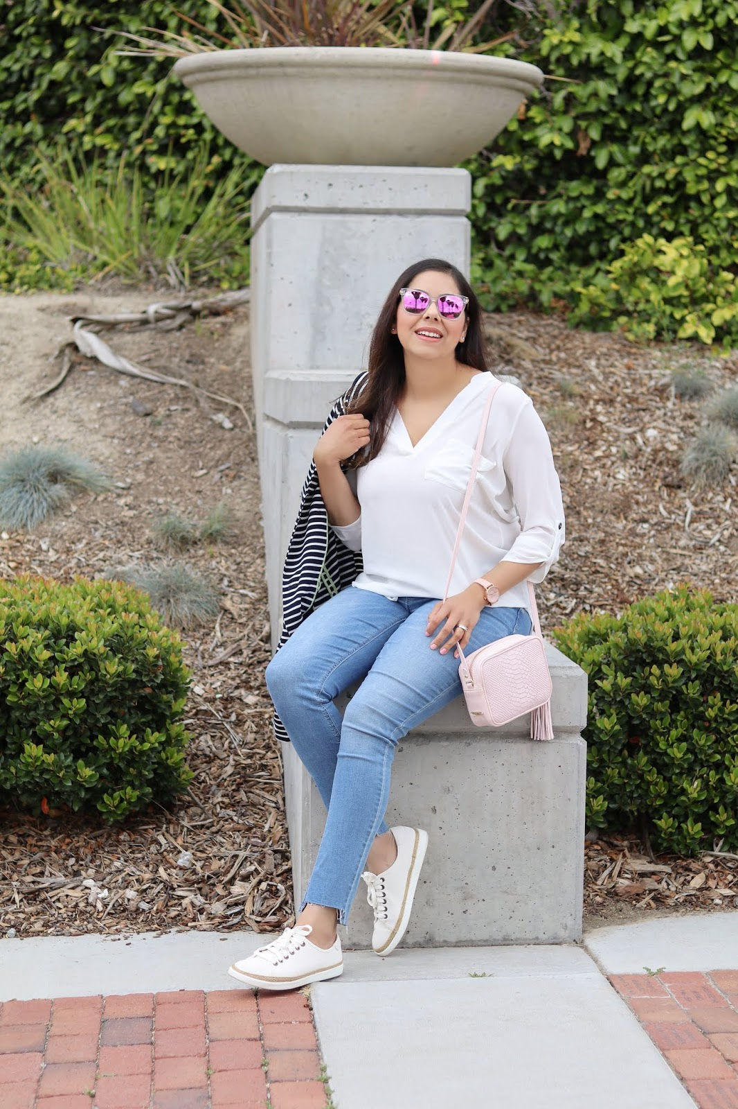 Diff eyewear blogger, vionic blogger, old navy distressed hem jeans