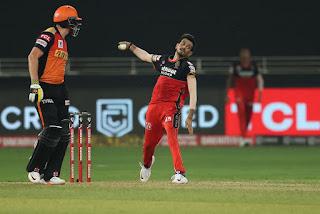 इंडियन प्रीमियर लीग के 13वें सीजन का तीसरा मैच रॉयल चैलेंजर्स बैंगलोर और सन राइजर्स हैदराबाद के बीच खेला गया।