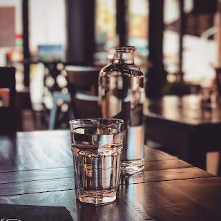 पानी को पीने का सही तरीका