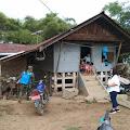 Cegah Covid-19, Babinsa Koramil 03 Pangururan Semprot Pemukiman di Ronggur Nihuta