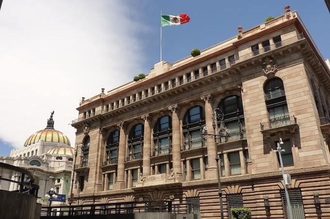 El banco central de México prevé una caída de la economía de 8,7% a 9,3% en 2020