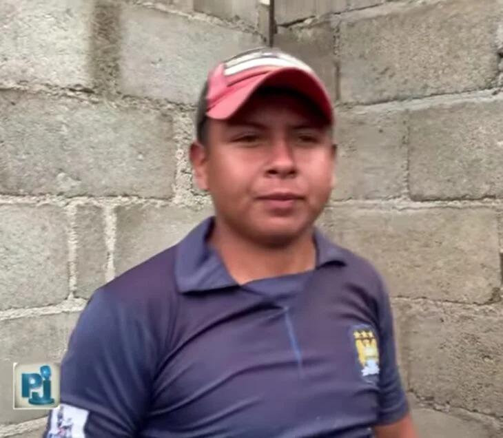 Albañil le pide matrimonio a su novia en plena construcción