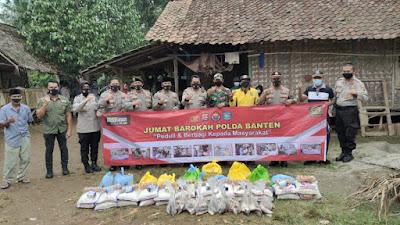 Jumat Barokah Polda Banten, Bantu Masyarakat Terdampak Covid-19