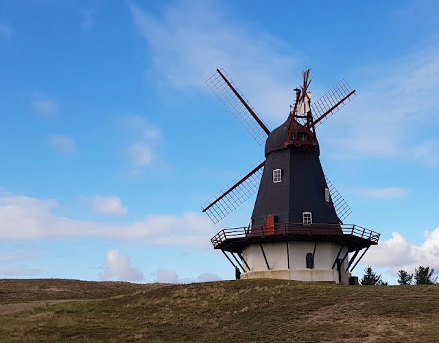 Urlaub auf Fanø mit Kindern: 12 Ausflugstipps für das wunderschöne Sønderho. In der alten Mühle bei Sönderho könnt Ihr sogar Mehl kaufen, das dort gemahlen wurde.