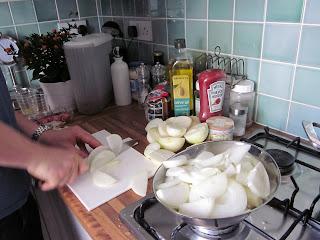Slicing onions