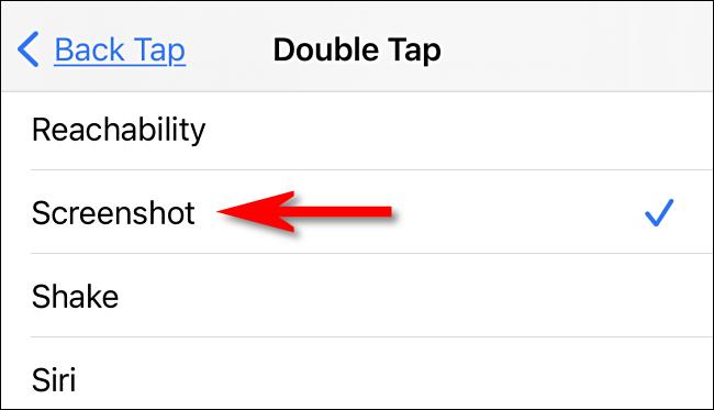 """في إعدادات Back Tap ، حدد """"لقطة شاشة"""" على iPhone."""