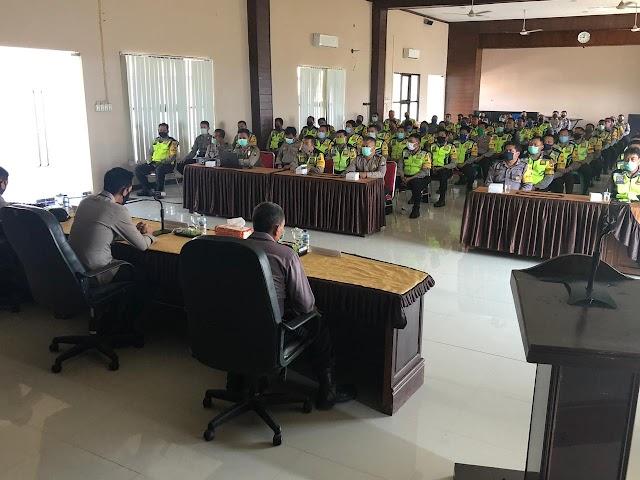 Kapolres Nganjuk Bekali Para Bhabinkamtibmas Dalam Penangangan Covid 19 di Desa Bianaannya