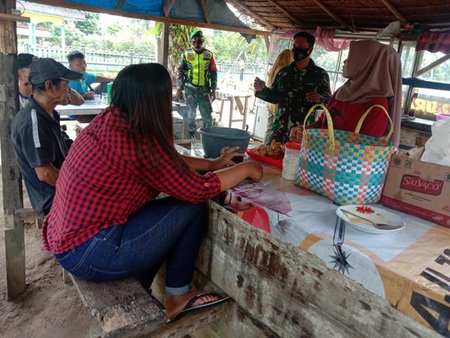 Cegah Penyebaran Covid-19, Personel JAajran Kodim 0207/Simalungun Himbau Warga Untuk Selalu Pakai Masker