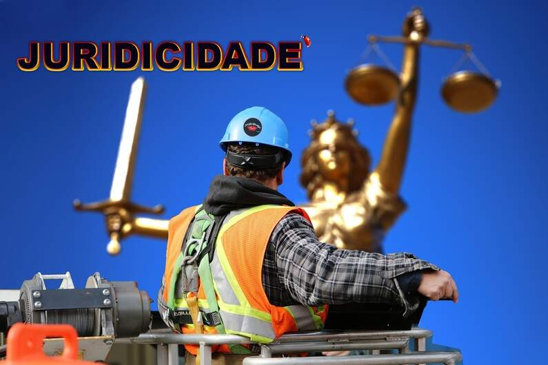 Os impactos da pandemia na Justiça do Trabalho  Ariadne Fabiane Velosa.jpg Por: Ariadne Velosa*  A pandemia tem feito estragos em muitos setores. Temos acompanhado o fechamento de diversas empresas, a aceleração do desemprego e, consequentemente, uma busca cada vez maior pela Justiça do Trabalho. Segundo dados do Tribunal Superior do Trabalho, tivemos 1.161.417 ações em 2020. Dessas, 86.058 tem causa direta com a Covid-19.  Entre as principais, estão os pedidos de verbas rescisórias, questões ligadas ao fornecimento inadequado de equipamentos de proteção individual, regras de home-office e redução da multa de 40% do FGTS. Cabe destacar que 43.820 – o equivalente a mais de 50% das ações ligadas ao Covid – são relativas a horas extras.  Antevendo os problemas, em março de 2020, logo no início da pandemia, foi aprovada a Medida Provisória 927/2020, que dispunha de medidas trabalhistas para o enfrentamento do estado de calamidade pública. A MP visava fornecer orientações específicas dada a situação emergencial.  Além dos cuidados básicos individuais, como o fornecimento de álcool em gel, luvas e máscaras, foi necessário possibilitar maneiras de o trabalhador evitar o transporte público. Nesse contexto, o home-office ganhou força, em especial entre trabalhadores do meio administrativo.  O tema já vinha sendo elucidado pela Justiça do Trabalho desde a reforma trabalhista, em 2017. Ainda assim, muitas dúvidas surgiram, em especial sobre quem deveria pagar as despesas extras com energia elétrica e internet e sobre os cuidados relacionados à saúde ocupacional, visto que muitos não dispõe de uma boa infraestrutura ergonômica para trabalhar em casa.  Com tantos questionamentos, o Ministério Público do Trabalho divulgou, em outubro, uma nota técnica com 17 práticas recomendáveis em relação ao teletrabalho. De acordo com a nota, os trabalhadores precisam ser instruídos a fim de evitar doenças físicas, mentais e acidentes de trabalho, bem como adotar medidas de segurança, como in