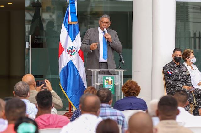 Interior y Policía y Ayuntamiento de Santo Domingo Este juramentan Comités Vecinales de la Mesa de Seguridad, Ciudadanía y Género El municipio está dentro de los principales para la implementación de la Estrategia Nacional de Seguridad Ciudadana