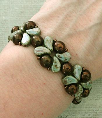 205dc589009b3 Linda's Crafty Inspirations: Paisley Kos Beads Bangle - Chalk Lazure ...