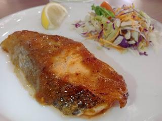 Salmon Guriru HokBen dan Salad