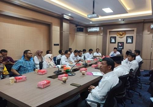 Pemkab Tanah Bumbu bersama instansi terkait menggelar rapat pembahasan pencemaran Sungai Satui di Kantor Bupati
