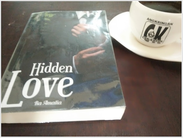 "Resensi Novel ""Hidden Love"""