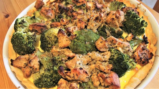 Tarta z indykiem i brokułem