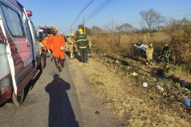 Motorista bate em parada de ônibus na BR 070 e deixa 7 feridos e 2 mortos