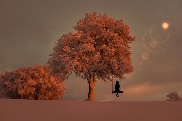 """""""Fácil é Saber que está Rodeado por pessoas Queridas. Difícil é Saber que está se sentindo só no meio delas..."""""""