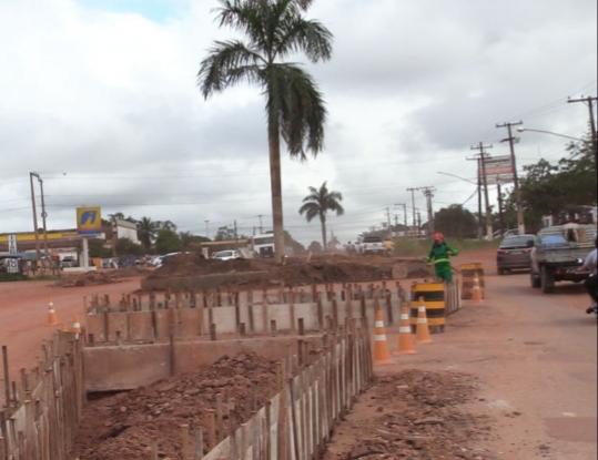 Governo municipal continua os trabalhos de duplicação da rodovia Transamazônica em Itaituba.
