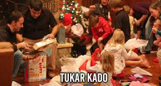 Tukar Kado merupakan salah satu kegiatan saat malam Natal