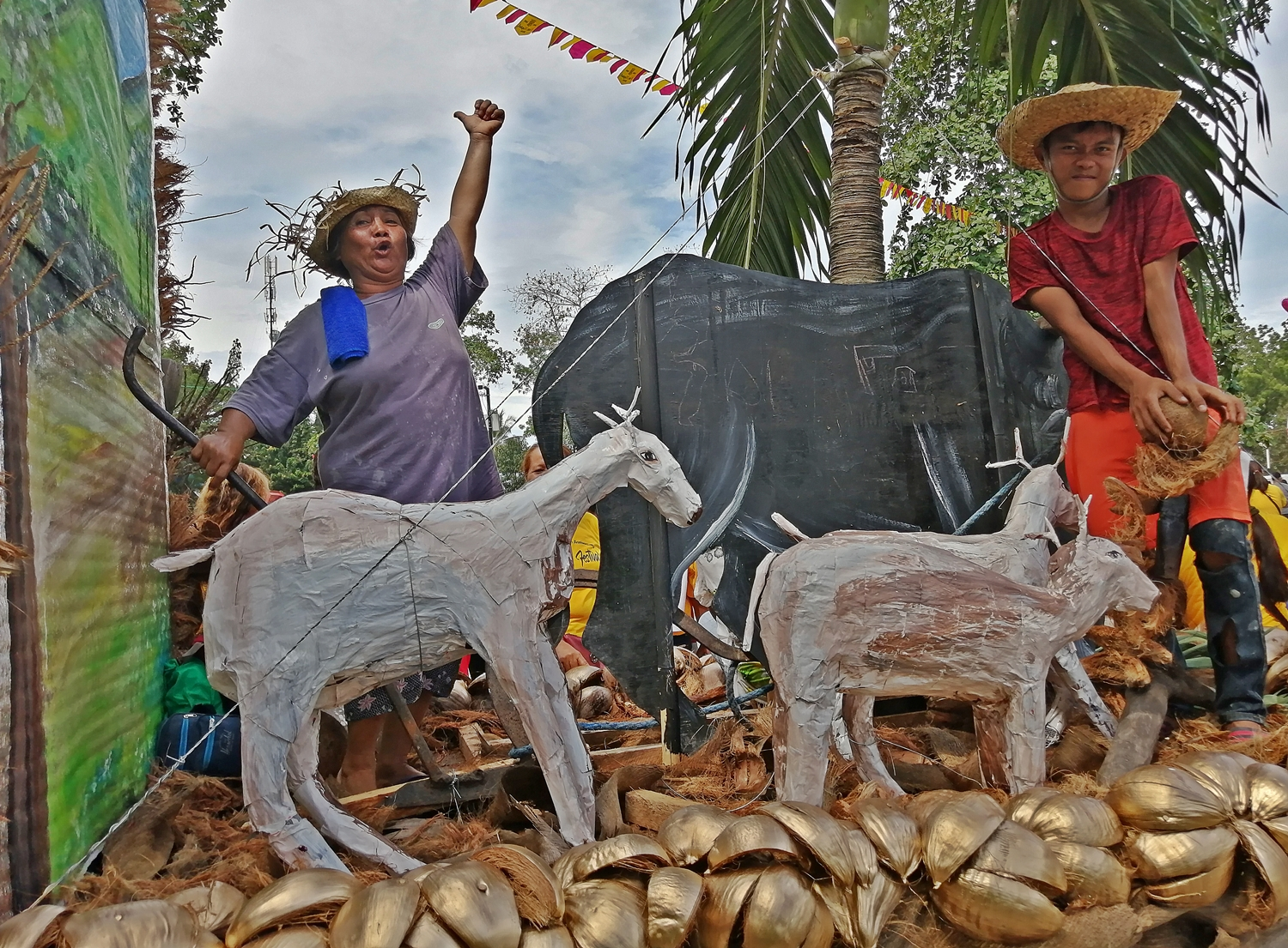 Simplicity of Life in Maasim in a float by Brgy. Kamanga