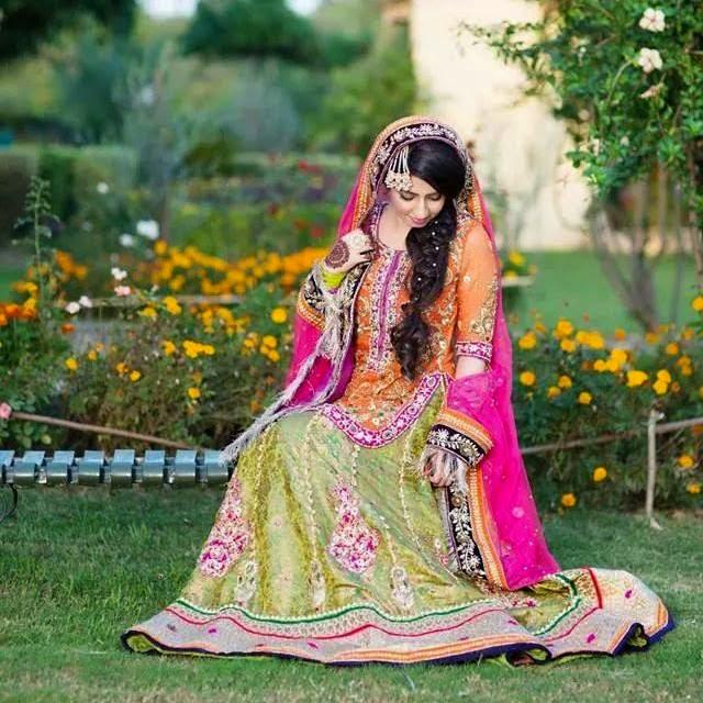 Mehndi Lehenga Design 2018 : Fancy mehndi dresses  for brides classy