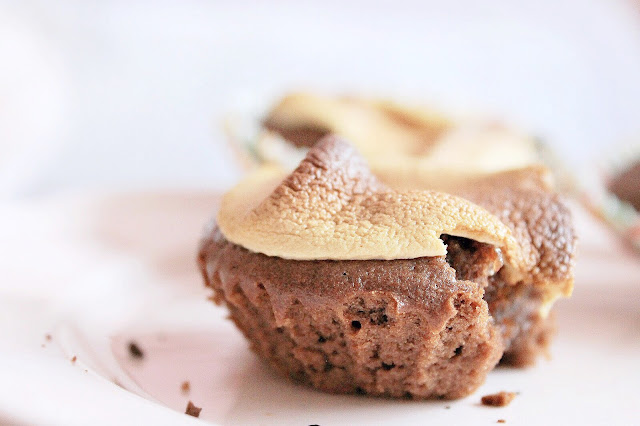 Easy hot chocolate marshmallow cakes: perfect winter comfort food
