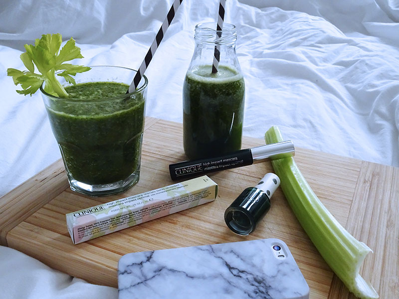 Green_Smoothie_Celery_Cucumber_Banana_Kiwi_Spinach