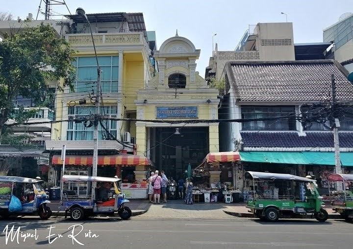 Entrada al mercado de las flores de Bangkok