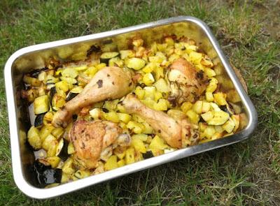 Gebackene Kartoffel- und Zucchiniwürfel mit Hähnchen