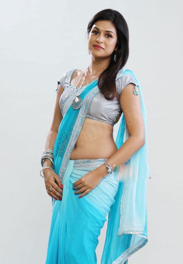 Shraddadas Spicy Saree Navel Show