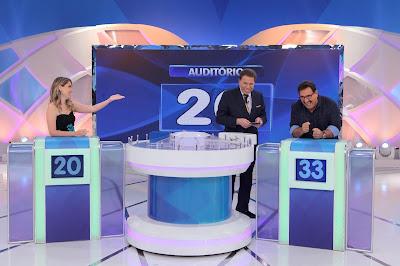 Juliana, Silvio e Ratinho (Crédito: Lourival Ribeiro/SBT)