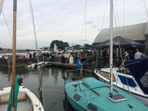 Fiesta barbacoa en la marina - área de autocaravanas Lemmer Holanda. caravaneros blog autocaravanas