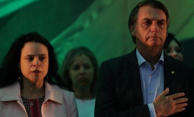 Candidatura de Bolsonaro é oficializada; discurso de Janaína Paschoal irrita aliados do militar