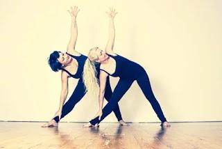 Health Benefits Of Trikonasana Yoga - त्रिकोणासन के लाभ