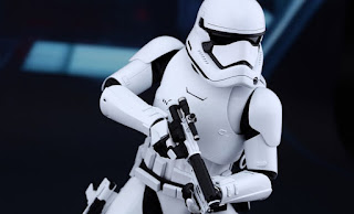 star-wars-first-order-stormtrooper-sixth-scale-hot-toys-feature-902536-740x448.jpg