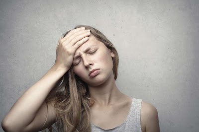 girl having headache hindi facts