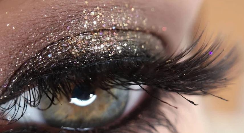 """Spider paws"", ""like false"", ""fox gaze"": eyelash dyeing trends 2021"