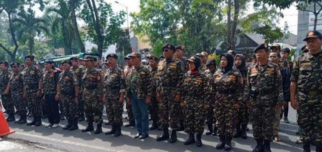 Ratusan Banser Datangi PN Surabaya, Kawal Sidang Lanjutan Kasus Ujaran Kebencian Sugi Nur