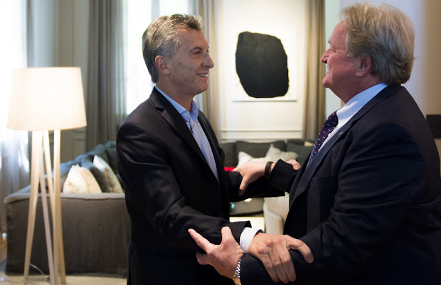 Mauricio Macri y Woods Staton